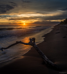 Sunset El Choco (Texicitys) Tags: sunset hdr coucherdesoleil elvalle elchoco departamentodelchocó bahiasolano beach sunsetbeach pacifico pacificocean pueblo colômbia travel travelblogger landscape landscapephotography backpacker photography photograph backpackers olympus paradise