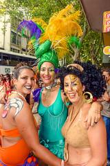 2010-02-06 Desfile de Llamadas en Montevideo (31) - Desfile de Llamadas (Parade der Rufe), Karnevalsumzug in Montevideo, Uruguay (mike.bulter) Tags: karneval carnival umzug parade karnevalsumzug desfiledellamadas frau menschen montevideo people southamerica suedamerika uruguay woman barriosur ury carnaval
