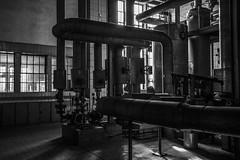 8Z1A1701-1 (wernkro) Tags: rohre tube krokor zeche lostplace blackwhite sw industrie industriebrache