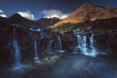 Scotland - The Fairy Pools (030mm-photography) Tags: rot schottland scotland isleofskye fairypools wasserfall waterfall sunrise sonnenaufgang mountains gebirge blackcuillinmountains landscape landschaft reise travel nature natur ukvereinigteskönigreich water blue brown sky clouds