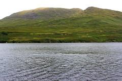 Le Connemara au niveau de Kyllary Fjord (Comté de Galway, Irlande) (bobroy20) Tags: eire irlande ireland massif montagne kyllary fjord nature europe paysage eau water landscape clifden galway