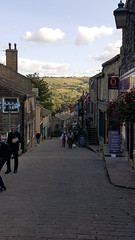Main Street, Haworth. 29th of August, 2018. (Richard Abson) Tags: haworth bronté bronte bradford westyorkshire westriding parsonage mainstreet