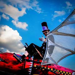 MeraLuna_2018 (39.2) (uwesacher) Tags: himmel steampunk technik old mera luna musikfestival dieselpunk porträt personen 2018 hildesheim flughafen sonne wolken mèraluna sonnenbrille hut kostüm sunset x100s fuji flugmaschinen colourful nonhdr