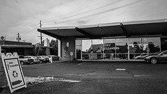 phx 00934 (m.r. nelson) Tags: phoenix arizona az america southwest usa mrnelson marknelson markinaz streetphotography urban urbanlandscape artphotography newtopographic documentaryphotography blackwhite bw monochrome blackandwhite