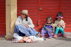 Grandma and CO ...in Cuzco (geolis06) Tags: geolis06 pérou peru 2016 amériquedusud southamerica cuzco portrait indien indian olympusem5 olympussouth americaportraitindienindianmarketmarchéstreet captureomed em5omed cusco olympusm75300mmf4867ii