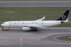 Air China Airbus 330-243 B-6093 (c/n 884) Star Alliance colors. (Manfred Saitz) Tags: vienna airport schwechat vie loww flughafen wien air china airbus 330200 332 a332 b6093 breg star alliance