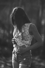 Celia - 19 (Lt. Sweeney) Tags: bn bw monochrome monocromo monocromático mono desaturado escaladegrises blanco negro black white sincolor iluminaciónnatural luznatural luzambiental sinflash noflash sesión sesiónfotográfica book reportaje shooting outfit modeling model modelo modella teen quince quinceañera young youth joven juventud guapa cool cute sweet pretty joli beau beautiful gorgeous preciosa precious shorts encuadre vertical encuadrevertical manos hands arms brazos dof depthoffield profundidaddecampo desenfoque blur gente airelibre exterior faceless sinrostro canon adobephotoshopcc contraste