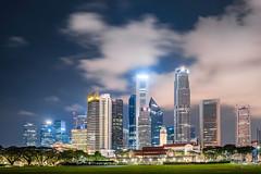 Singapore - the green mile (Rafael Zenon Wagner) Tags: singapur grosstadt skyline wolkenkratzer fussballfeld rasen grün lichter nacht nikon d810 28mm singapore bigcity skyscrapers soccerfield lawn green lights night