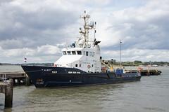 Trinity House Rapid Intervention Vessel ALERT - Harwich (Neil Pulling) Tags: harbour harwich havenports essex eastanglia uk england eastcoast sea northsea thvalert