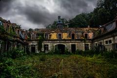 3 COLONNES (Aurélienki) Tags: abandoned abandonedplaces abandonedworld lostplaces urbex decay decayingworld