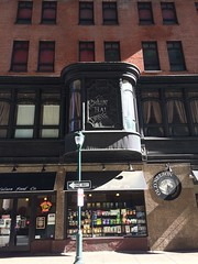 this lovely bay window (olive witch) Tags: 2017 abeerhoque arch building day feb17 february outdoors philadelphia philly street urban