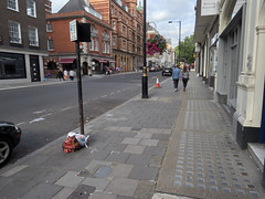 Wigmore Street. 20180818T16-29-07Z (fitzrovialitter) Tags: peterfoster fitzrovialitter city camden westminster streets rubbish litter dumping flytipping trash garbage urban street environment london fitzrovia streetphotography documentary authenticstreet reportage photojournalism editorial captureone olympusem1markii mzuiko 1240mmpro microfourthirds mft m43 μ43 μft geotagged oitrack exiftool linearresponse
