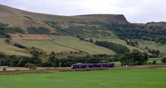 Looking dwarfed by the landscape, 150120 passing Back Tor in the Vale of Edale with the 2S84 Manchester Piccadilly to Sheffield, 28th Aug 2018. (Dave Wragg) Tags: 150120 class150 railcar dmu 2s84 backtor valeofedale hopevalleyline derbyshire railway