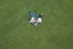 Paris, 2008 (Joseff_K) Tags: parc park homme man femme woman couple repos sieste siesta afternoon nap pelouse lawn ete summer nikon nikond80 d80 paris nikkor28mmf28d france