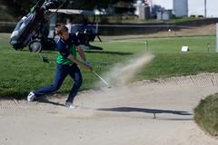 sortie de bunker (Patrick Doreau) Tags: golf blue green golfeur golfer bleu vert herbe bunker sable balle pléneufvalandré bretagne joueur