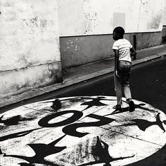 20 ( serie black texture ) (Jean-Marc Vernier) Tags: noiretblanc blackandwhite bnw streetphotography streetview street urban city fujifilm fujixt20