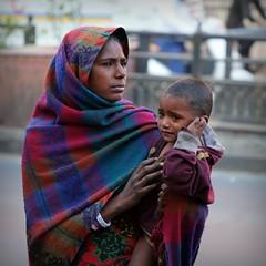 Woman in Jaipur (Iam Marjon Bleeker) Tags: india jaipur beggar child cry peopleofindia hetkindknijppentotdathijgaathuilenlevertsomsgeldop dag5md0c7185v