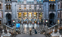 2018 - Belgium - Antwerp - Centraal Station - 2 of 5 (Ted's photos - For Me & You) Tags: 2018 antwerp belgium cropped nikon nikond750 nikonfx tedmcgrath tedsphotos vignetting antwerpbelgium antwerpen antwerpstation antwerpcentralstation stairs steps railing backpack arches