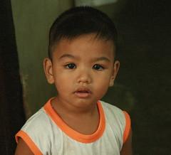 big eyed boy (the foreign photographer - ฝรั่งถ่) Tags: big eyes boy child khlong thanon portraits bangkhen bangkok thailand canon
