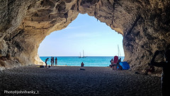 Cala Gonone-Sardegna-Italy (10) (johnfranky_t) Tags: cala gonone sardegna italia italy t grotta sardinia johnfranky samsung s7 imbarcazioni azzurro tenda albero borse