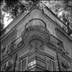 2018-09-19-0006b (qwz) Tags: sevastopol crimea крым севастополь corner architecture autocord detail balcony