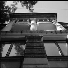 2018-09-19-0006c (qwz) Tags: sevastopol crimea крым севастополь architecture autocord column balcony