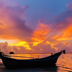 Safe and sound in Thailand. We've been missing sunsets like this 😍☀️ (karolinapatryk) Tags: karolinapatrykcom karolinapatryk travelblog travelbloggers travellers travelling