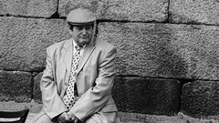 Qué hacer (Gabriel Navarro Carretero) Tags: hombre man streetphoto streetphotography fotografíacallejera pensamiento bnw blancoynegro blackandwhite blackwhite candidphotography santiagodecompostela