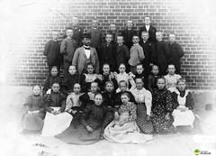 tm_5433 - Tidaholm, Västergötland (Tidaholms Museum) Tags: svartvit positiv gruppfoto människor skola lärare skolelever