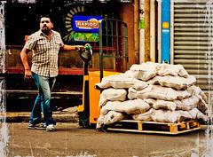 Ganesh, les préparatifs (Marie Hacene) Tags: ganesh défilé paris préparatifs homme rue street sacs