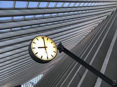 9 o' clock (Brand New Image) Tags: iphone liege railway belgium urban city