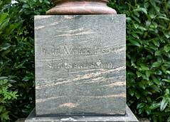 es stirbt sich schön an Weihnachten (Rasande Tyskar) Tags: gräber graves text inschrift friedhof graveyard historic historisch alt old grabstein stone