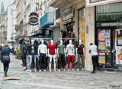 Les soldes (Jean S..) Tags: mannequin people street streetphotography stores boutique white red shirt pants buildings