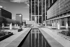 Convergence (sdejongh) Tags: afternoon aprèsmidi architecture belgique bruxelles construction contrast contrasté immeuble lumièrenaturelle naturallight noiretblanc reflet urbain urban édifice été