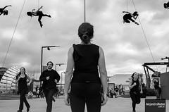 Performance (.Alejandro Rubio.) Tags: tecnópolis acrobacia aerea aire cielo colgado hanging alerubio byn bw