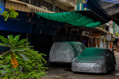 Bangkok – Car pyjamas (Thomas Mülchi) Tags: 2018 bpg bangkok bangkokphotographersgroup photowalk thailand hirunroojicommunityphotowalk khlongsandistrict khlongsan people person persons woman man hdr bangkokmetropolitanregion th