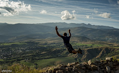 Tomber des nues ('aNtOiNe') Tags: bleu 35 europe été jump antoine antoinepillaud base basejump mountain sport