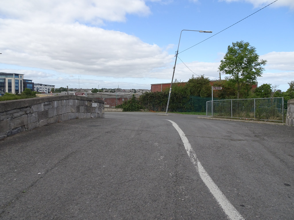 REILLY'S BRIDGE WAS REPLACED BY THE RATOATH ROAD OVERBRIDGE [IT IS A PITY THAT THEY DID NOT COME UP WITH A NAME FOR THE NEW BRIDGE]-143875