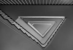 (frankhurkuck) Tags: treppe treppenhaus wendeltreppe schwarzweis sw stufen geländer stairs stairway staircase rauf runter up down aufwärts abwärts dreieck triangel spirale spiralstaircase bw blacknwhite blackandwhit monocrome