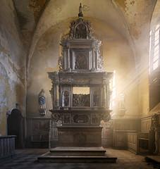 Kirche (6) (david_drei) Tags: nebel nebelmaschine lostplace decay abandoned lp urbex urbanexplorer urban altar licht
