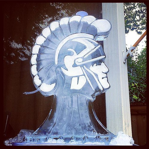 Got some #usctrojans_fans_ in town for the #utvsusc ready for #gameday🏈 #fullspectrumice #icesculpture #iceluge #thinkoutsidetheblocks #brrriliant - Full Spectrum Ice Sculpture