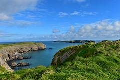 571 Pembrokeshire coastal path nearby Tenby (Pixelkids) Tags: pembrokeshirecoastalpath pembrokeshire wales southwales coast küste walk tenby cliffs landschaft meer ozean