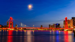 Moonshine city @ Rotterdam (Marcel Tuit | www.marceltuit.nl) Tags: schemering architectuur water avond nederland canon maan holland bluehour twilight architecture eos nieuwewaterweg rijnmond zonsondergang sunset me rood harbor moon evening wwwmarceltuitnl maasstad stad blauweuur red thenetherlands city haven contactmarceltuitnl rotterdam harbour marceltuit