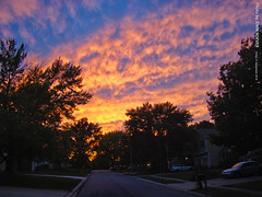Colorful skies at Sunset, 21 Sept 2018 (photography.by.ROEVER) Tags: kansas joco johnsoncounty olathe neighborhood sunset evening color colour colorful colourful sky skies clouds reflection 2018 september september2018 usa