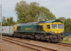 Freightliner . 66416 . Ely Station , Cambridgeshire . Thursday 20th-September-2018 . (AndrewHA's) Tags: cambridgeshire ely railway station train freightliner class 66 diesel locomotive loco 66416 fred gm general motors 4l37 leeds felixstowe container freight service intermodal revised livery goods loop