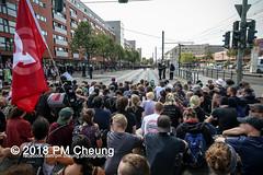 Rudolf-Heß-Gedenkmarsch 2018: Mord verjährt nicht! Gebt die Akten frei! Recht statt Rache  und Gegenprotest: Keine Verehrung von Nazi-Verbrechern! NS-Verherrlichung stoppen! – 18.08.2018 – Berlin –IMG_6197 (PM Cheung) Tags: rudolfhessmarsch wwwpmcheungcom berlin mordverjährtnichtgebtdieaktenfreirechtstattrache neonazis demonstration berlinspandau spandau friedrichshain hesmarsch rudolfhes 2018 antinaziproteste naziaufmarsch gegendemonstration 18082018 blockade npd lichtenberg polizei platzdervereintennationen polizeieinsatz pomengcheung antifabündnis rechtsextremisten protest auseinandersetzungen blockaden pmcheung mengcheungpo pmcheungphotography linksradikale aufmarsch rassismus facebookcompmcheungphotography keineverehrungvonnaziverbrechernnsverherrlichungstoppen antifaschisten mordverjährtnicht rudolfhesmarsch sitzblockaden kriegsverbrechergefängnisspandau nsdap nskriegsverbrecher geschichtsrevisionismus nsverherrlichungstoppen hitlerstellvertreterrudolfhes 17august1987 rathausspandau ichbereuenichts b1808 festderdemokratie verantwortungfürdievergangenheitübernehmen–fürgegenwartundzukunft rudolfhessmarsch2018 rudolfhesgedenkmarsch rudolfhesgedenkmarsch2018