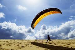 Icarus … be careful ! (Le.Patou) Tags: atlantique gironde aquitaine pilat dune sable sand parapente paragliding décollage takeoff flight envol élan boost runup soleil sun nuage cloud ciel sky skyporn bleu jaune blue yellow fz1000