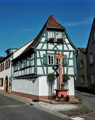 Maikammer /Pfalz (tucsontec) Tags: pfalz germany fachwerk maikammer weinstrasse deutschland historisch kreuze cityphoto city cityscape travel