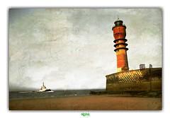 LE FEU DE SAINT-POL à DUNKERQUE (régisa) Tags: phare lighthouse feu saintpol dunkirk dunkerque boat bateau mer nord plage beach estran seaside jetéeouest