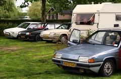 Citroën BX 19 GTi / 14 TE Custom / 19 TRI / 19 GT (Skylark92) Tags: nederland netherlands holland gelderland kesteren lede oudewaard citroën bx 19 gt nn12gv 1985 onk origineel nederlands kenteken grass windshield people tree car gti rk55nv 1987 14 te custom xx98lv 1990 tri u9 xr10rd 1989 kip campine k370 0274wp 1980 road window bxclub kampeerweekend